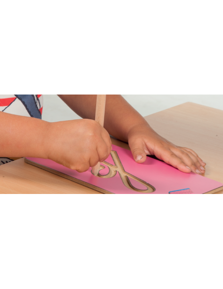 Lettres Montessori modele français lettre alphabet rugeuse apprendre a ecrire lire