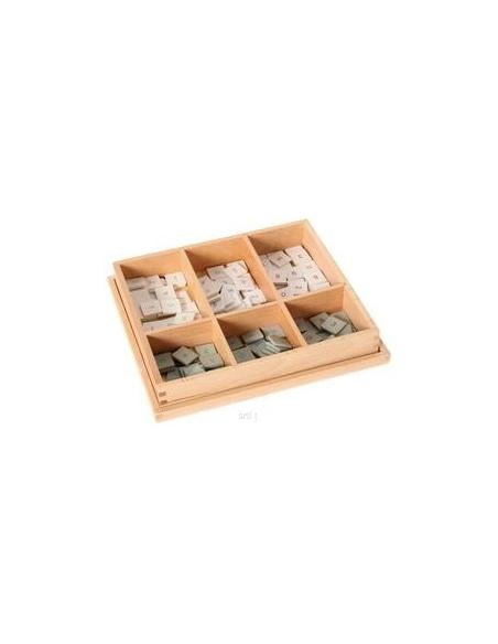 Boîte damier chiffres échiquiers plateau bois multiplication Matériel Montessori classe ecole primaire cp ce1